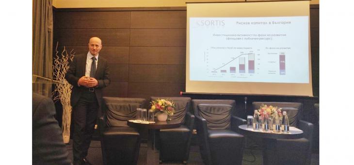 МАРТИН ПАЕВ, ПРЕДСЕДАТЕЛ НА СОРТИС ГРУП, презентира на конференцията за икономически и инвестиционни предвиждания на CFA общността в България